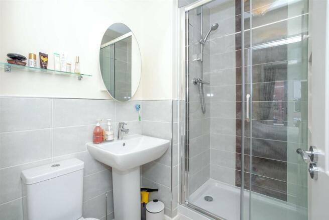 Bedroom 1 En-Suite.jpg