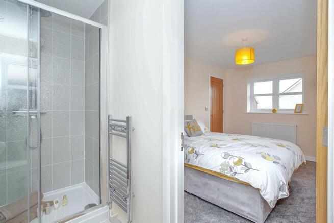 En-Suite Bathroom 2.jpg