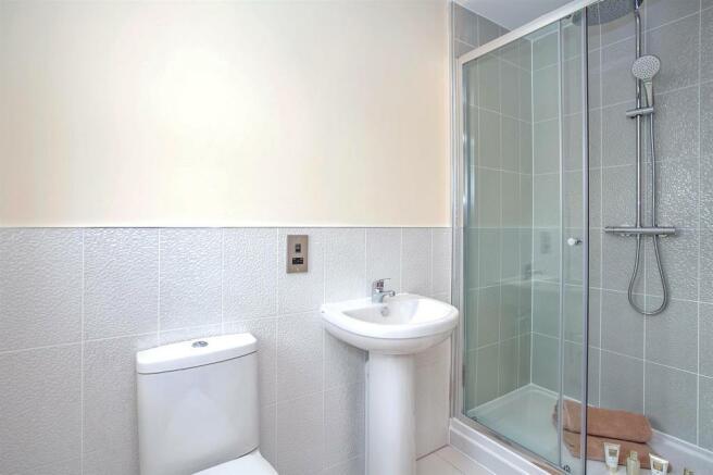 En-Suite Bathroom 1.jpg