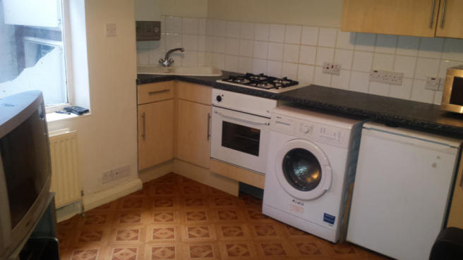 EXCELLENT 1 BED FLAT LOCATED CLOSE TO TOWN CENTRE