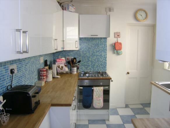 5_Vernon_Close_kitchen2.jpg