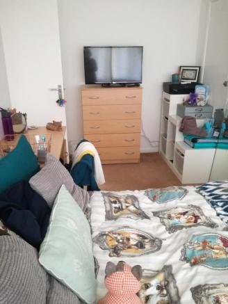 Double bedroom upstairs front of house £455 per