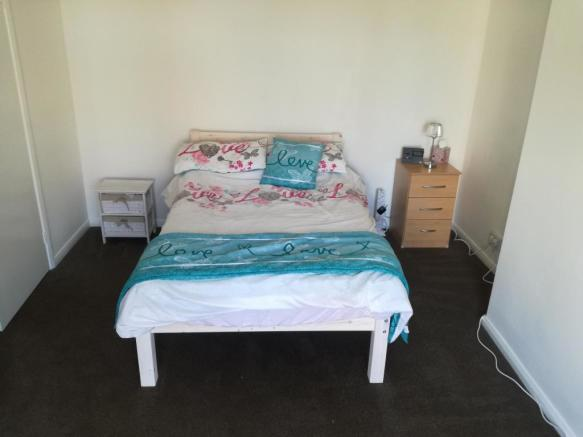 Double room downstairs,  £455 per month inc bill