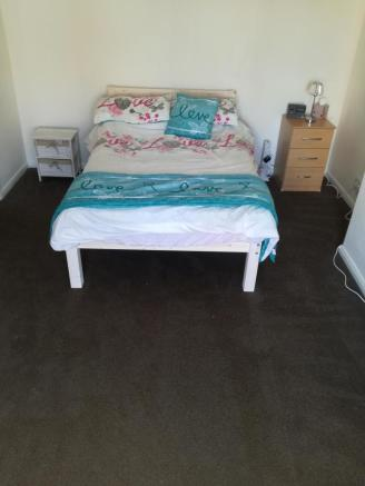 Double room downstairs,,  £455 per month inc bil