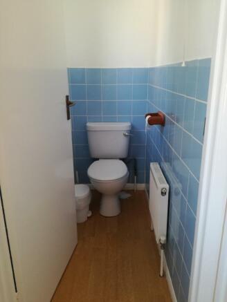 Separate toilet - 8 College Road.jpg