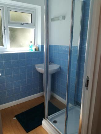 Shower room, 8 College Road.jpg