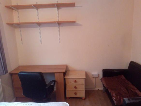 30 Sussex  - RM2 - Desk & Chair.jpg