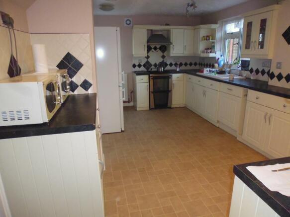 Kitchen g.jpg