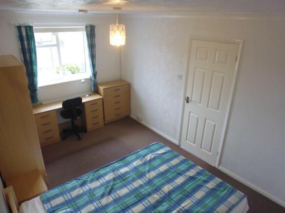 Bed 3a.jpg