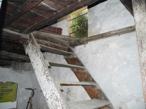 Barn steps to loft