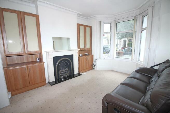 livingroom ..jpg