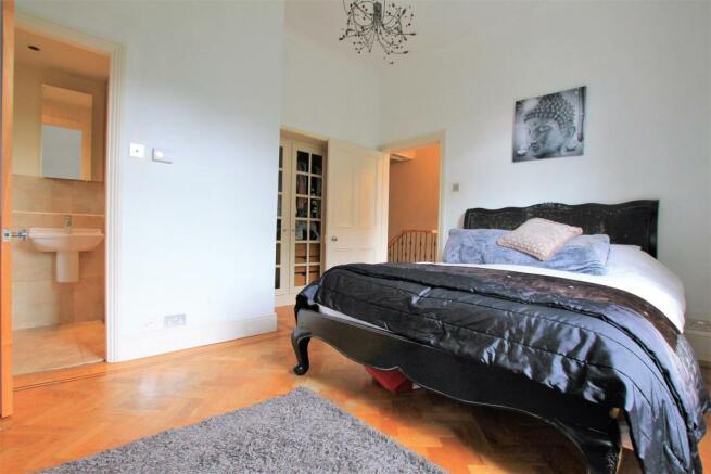 Master Bedroom / En Suite