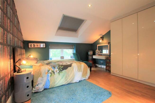Guest Bedroom (Top Floor)