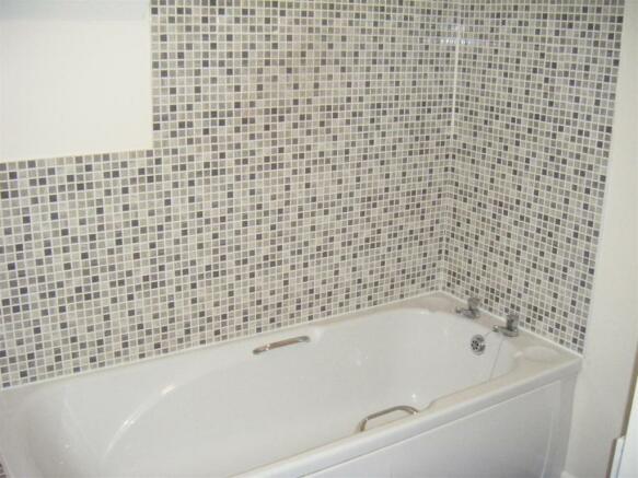 1 Bramble bathroom.JPG