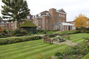 Photo of 25 Ravens Court, Castle Village, Berkhamsted, Hertfordshire, HP4