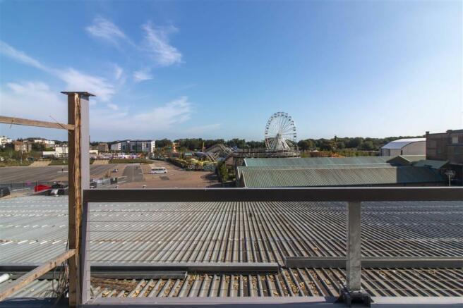 Rear balcony /