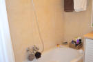 Bathroom w/bathtub