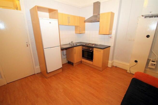 lounge kitchen 1.JPG