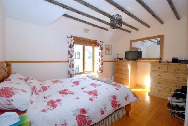 Bedroom 1 D.NEF.jpg