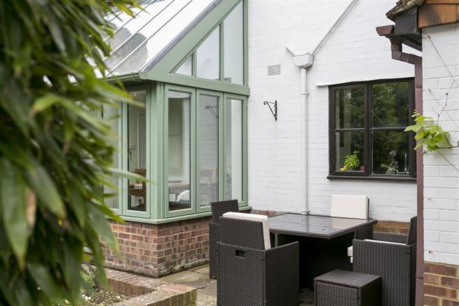 CONSERVATORY STYLE BREAKFAST ROOM