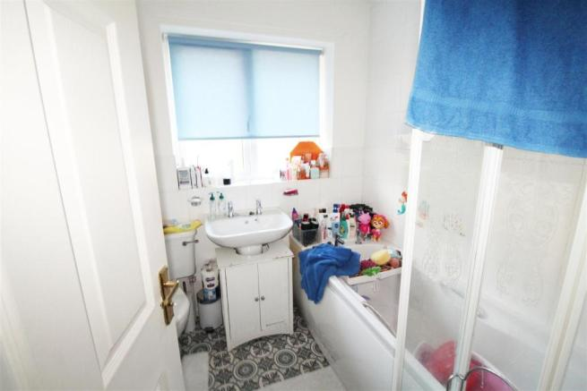 Bell house ave Bathroom.jpg