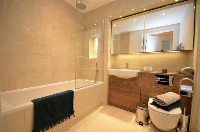 Show Apartment Bathroom