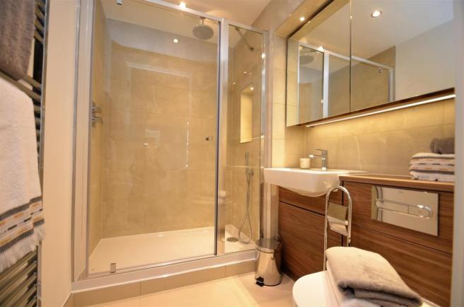 Show Apartment En-Suite