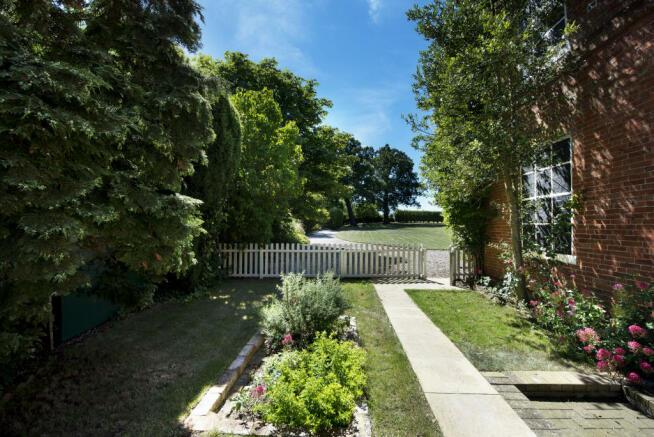Side Garden area.jpg