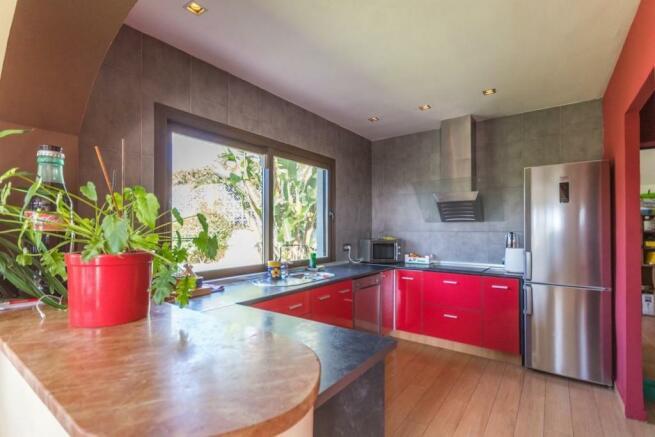 Kitchen & pantry & l