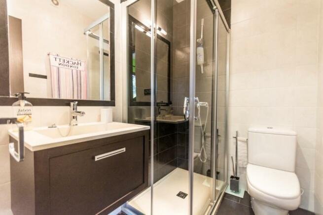 2nd bathroom on suit