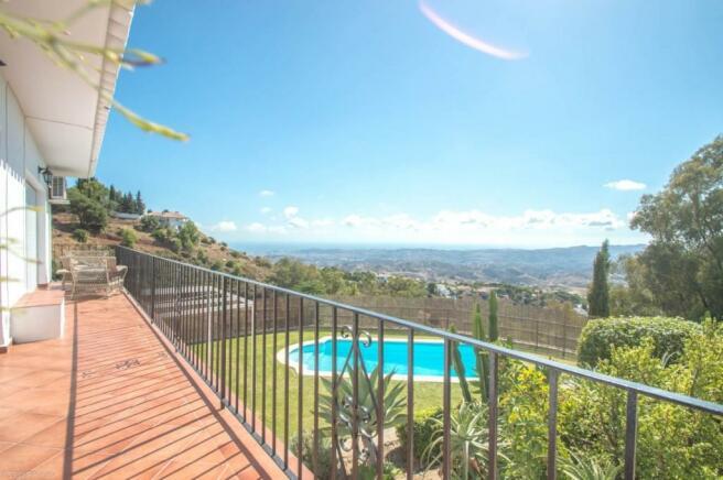 Terrace & views-2