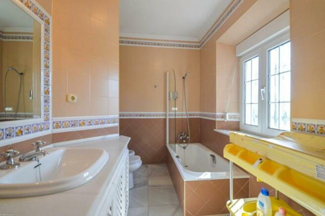 Bathroom n3
