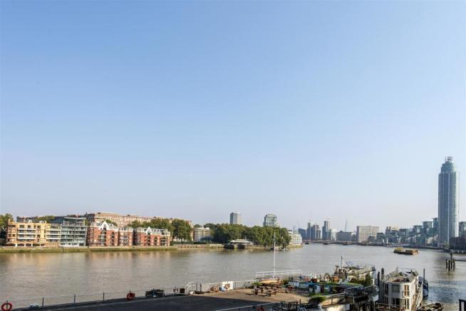 b0e8b23a0e 2 bedroom flat for sale in 4 Riverlight Quay