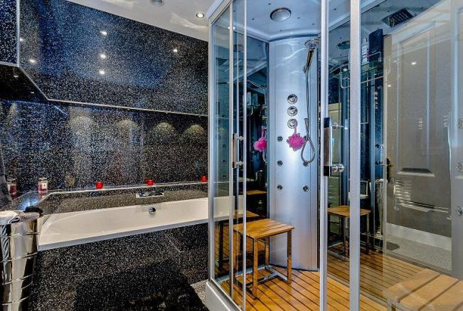 Family Bathroom with Jacuzzi and Sauna