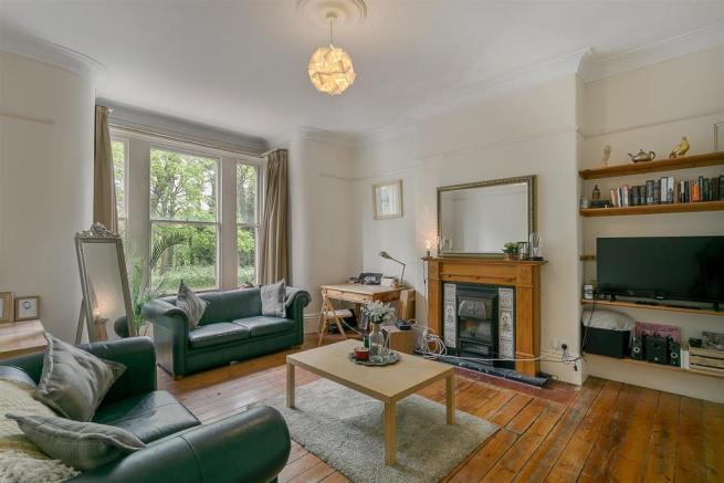 2 bedroom flat to rent in Claremont Terrace, Spital Tounges