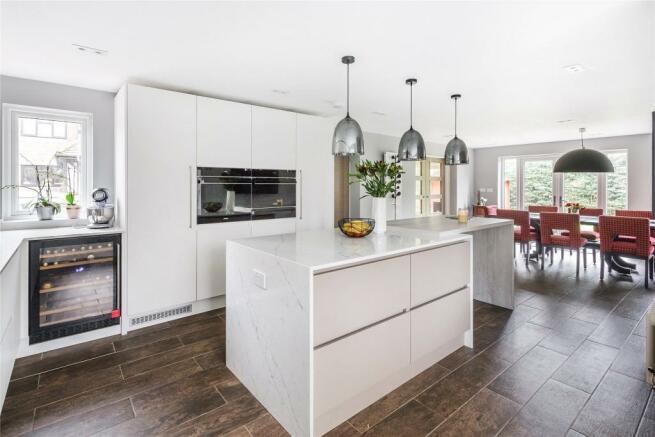 Kitchenn/Dining Area