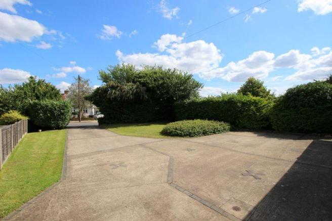DRIVEWAY/FRONTAGE