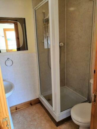 Shower Room off U...