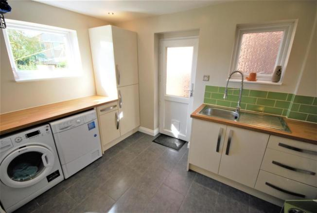 RE-FITTED UTILITY ROOM: