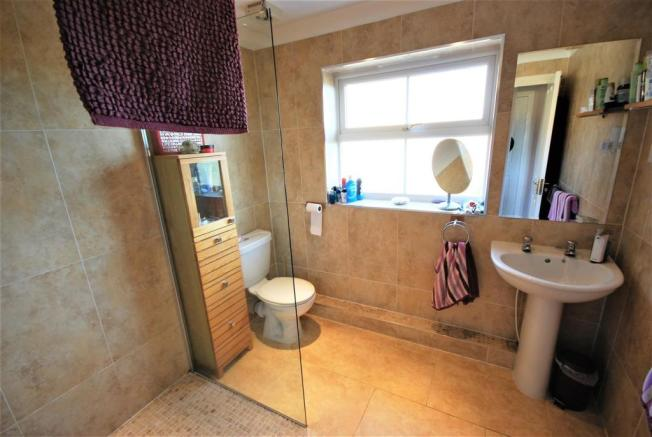 EN SUITE-SHOWER ROOM: