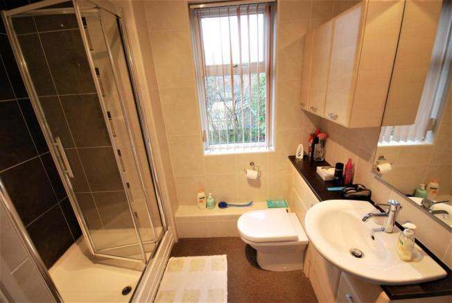RE-FITTED SHOWER ROOM: