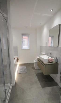 En suite bathroom room