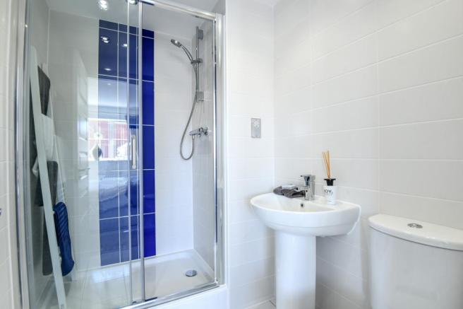Shower Room House in