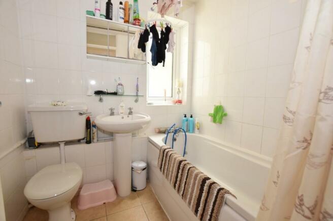 Bathroom Flat in Bog