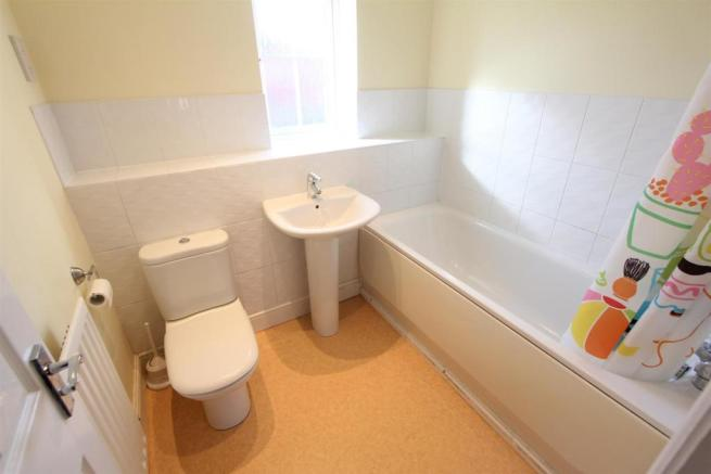 Family bathroom to front