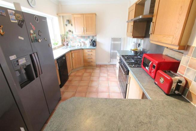 Breakfast kitchen to rear
