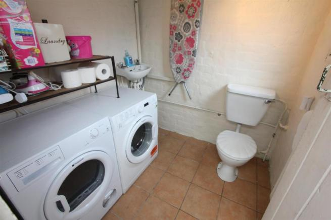 Utility room to rear