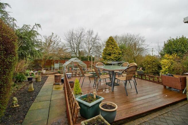 4 Bedroom Detached Bungalow For Sale In Heath Lane Earl