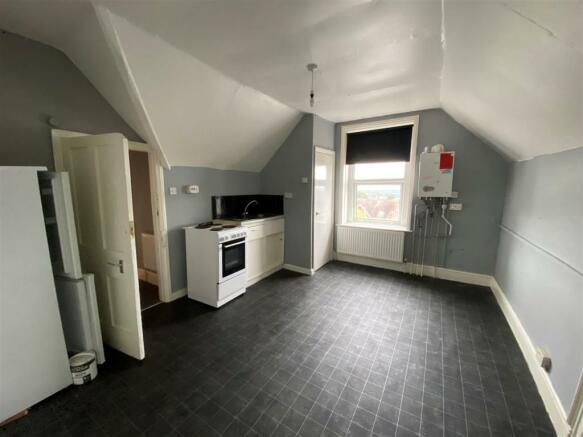 flat 4 kitchen.jpg