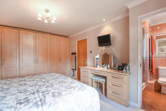 Bedroom 1 to En-s...